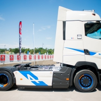 AGÓN TRUCK CENTERS Noticias - RENAULT TRUCKS LANZA LA SERIE ESPECIAL «T HIGH EDITION - TEAM ALPINE»